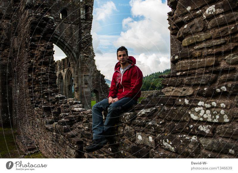 Burgruine Wohlgefühl Zufriedenheit Erholung ruhig Ferien & Urlaub & Reisen Tourismus Ausflug Abenteuer Ferne Expedition wandern Mensch maskulin Mann Erwachsene