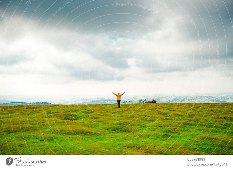 Juhuuuu #400 Mensch Himmel Natur Ferien & Urlaub & Reisen Jugendliche Mann Junger Mann Landschaft Freude Erwachsene Umwelt Gefühle Wiese Gras Glück maskulin