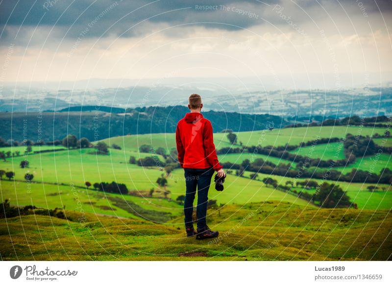 Fotograf Mensch Natur Ferien & Urlaub & Reisen Jugendliche Mann Baum Junger Mann Landschaft Ferne Wald Erwachsene Berge u. Gebirge Umwelt Wiese Gras Garten