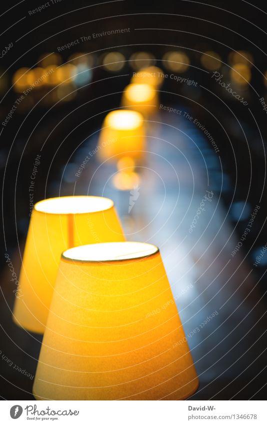 beleuchtete Tafel Leben Kunst Menschenleer leuchten Speisetafel Schreibtisch Schreibtischlampe lang groß Uhrig gemütlich herbstlich dunkel Lampe Beleuchtung