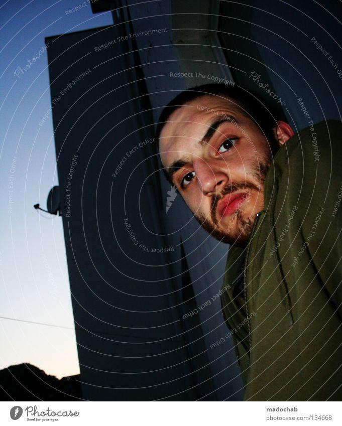 STAY TRUE! Mensch Mann Bart böse Blick Porträt beängstigend Gesichtsausdruck skeptisch Kraft loyal Balkon schick Angst Panik Macht Typ face Auge