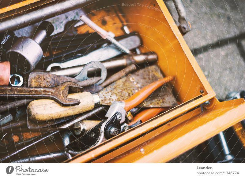 Werkzeugkasten Arbeit & Erwerbstätigkeit orange Kreativität Zukunft Idee Symbole & Metaphern Beruf Dienstleistungsgewerbe chaotisch Handwerk Handel Werkstatt Inspiration machen Werkzeug Identität