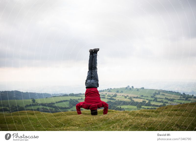 Körperspannung Mensch Ferien & Urlaub & Reisen Jugendliche Mann Junger Mann Wolken Ferne 18-30 Jahre Erwachsene Leben Wiese Sport Gesundheit Freiheit maskulin
