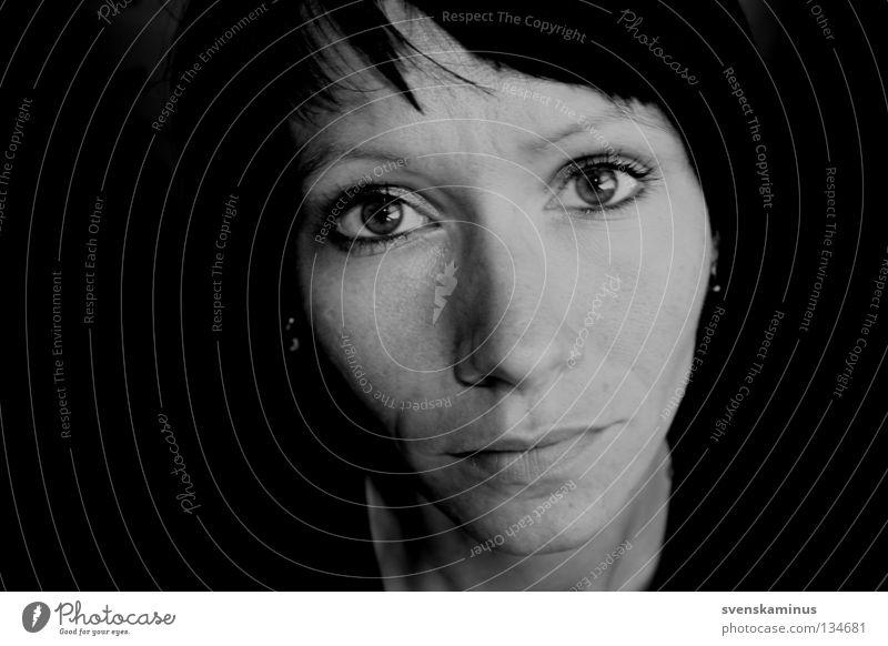 svenska Frau Trauer Denken Verzweiflung Traurigkeit Gesicht Auge Nase Mund
