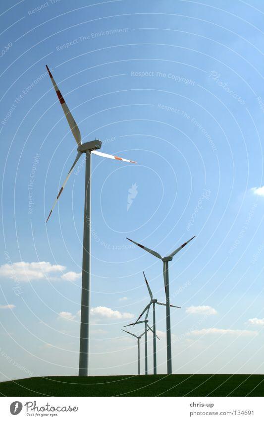 Windenergieanlage Himmel blau Feld Wind Wetter hoch Industrie Energiewirtschaft Elektrizität neu Niveau Flügel Sauberkeit Windkraftanlage ökologisch Motor