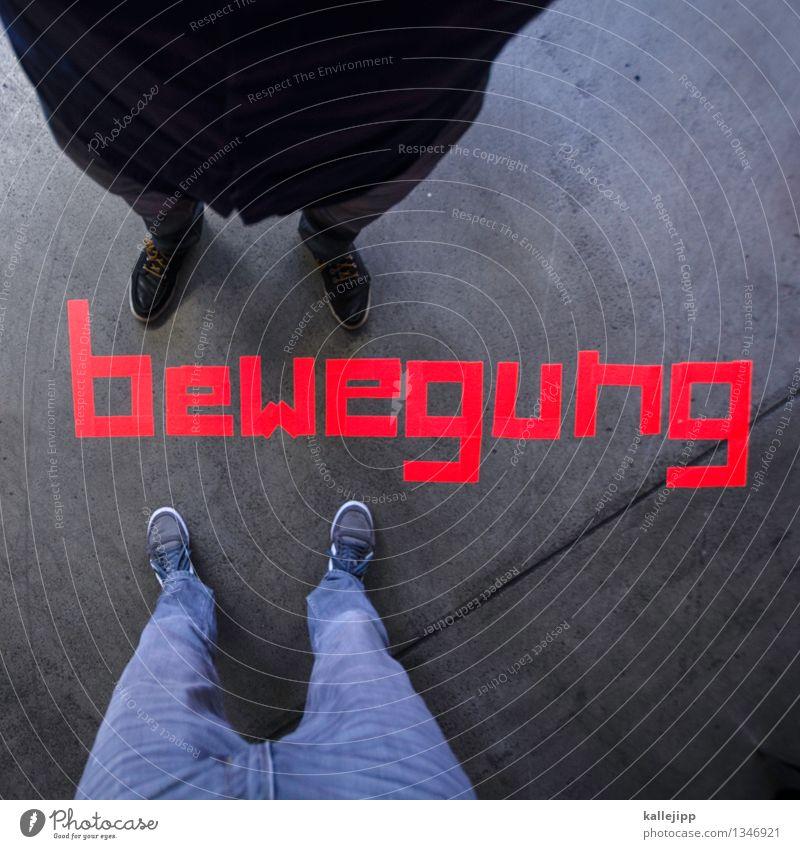 move it Mensch maskulin Mann Erwachsene Beine Fuß 2 Hemd Hose Jeanshose Schuhe Turnschuh Zeichen Schriftzeichen Schilder & Markierungen Bewegung gegenüber