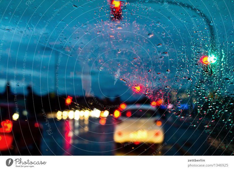 Autobahn Himmel Ferien & Urlaub & Reisen Fenster Reisefotografie Straße Herbst Autofenster Regen Wetter Verkehr Textfreiraum warten Wassertropfen Regenwasser