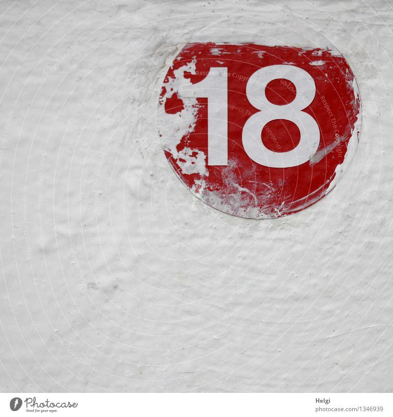 18 Mauer Wand Metall Ziffern & Zahlen authentisch einfach einzigartig rot weiß Farbe Kreativität Farbfoto mehrfarbig Außenaufnahme Detailaufnahme Menschenleer