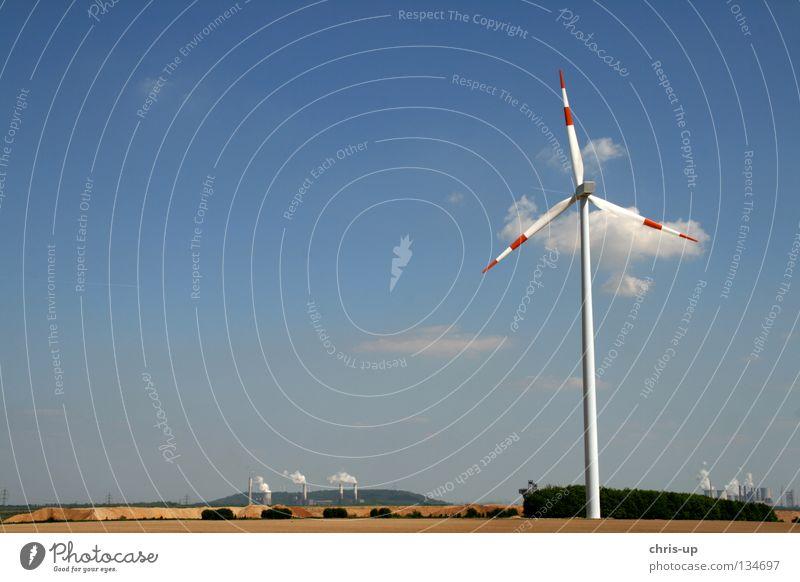 Alte und neue Energie Himmel blau Wolken Feld Wind Wetter hoch Industrie Energiewirtschaft Elektrizität Niveau Flügel Sauberkeit Windkraftanlage ökologisch
