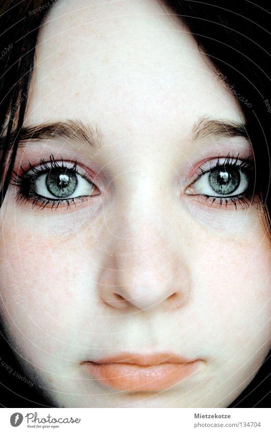 Fenster zur Seele Frau Gesicht Auge Vertrauen bleich Wimpern
