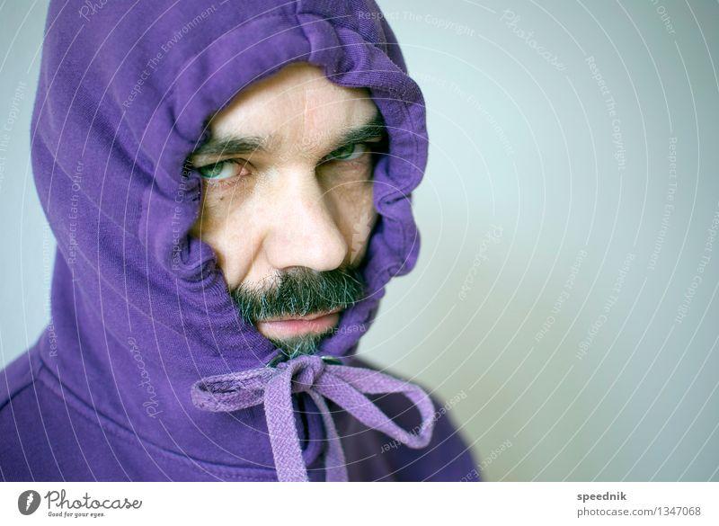 Es wird Winter Mensch Mann Einsamkeit kalt Erwachsene Senior Stimmung hell maskulin 45-60 Jahre beobachten Schutz violett Krankheit Bart trendy