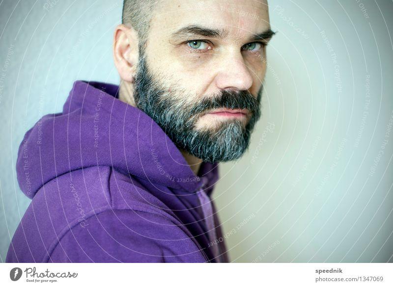 Ich kann auch anders! maskulin Erwachsene Senior 1 Mensch 30-45 Jahre 45-60 Jahre Pullover schwarzhaarig grauhaarig Glatze Bart Vollbart alt Blick hell trendy