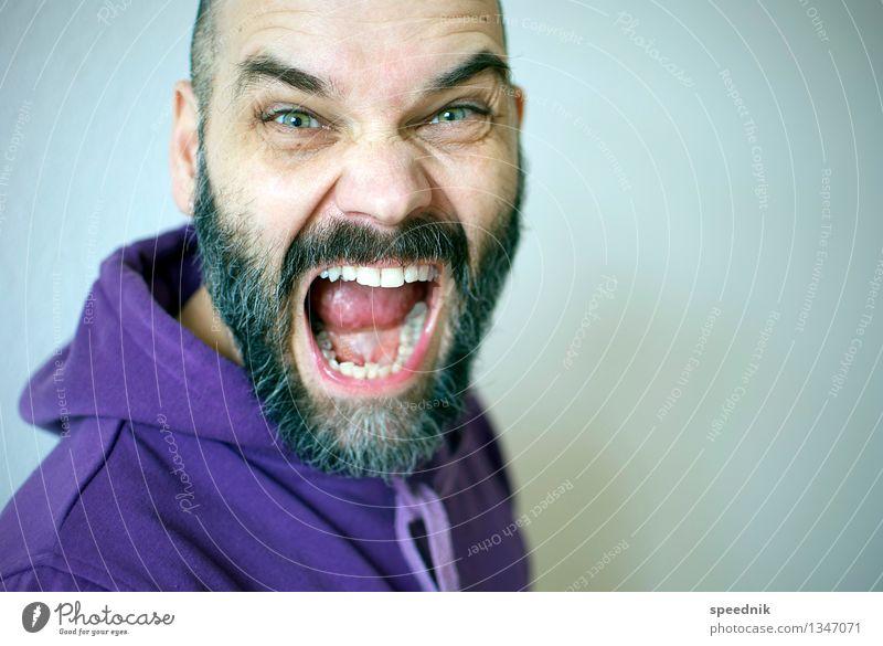 SCHNAUZE maskulin Erwachsene Senior 1 Mensch 30-45 Jahre 45-60 Jahre Hoodie schwarzhaarig Bart Vollbart alt sprechen kämpfen Blick schreien Aggression hell