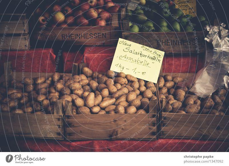 Kartoffeln aus der Region auf Marktstand Lebensmittel Gemüse Ernährung Gesunde Ernährung Bioprodukte Obst- oder Gemüsestand Gemüseladen Vegetarische Ernährung