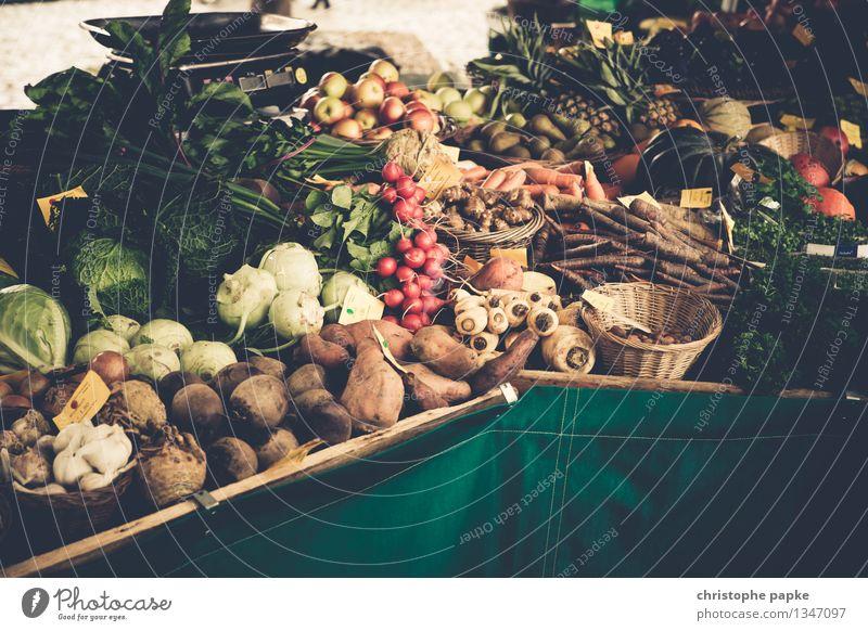 Gemüse auf Marktstand Lebensmittel Salat Bioprodukte Wochenmarkt Salatbeilage Ernährung frisches gemüse kaufen Landwirtschaft Forstwirtschaft Handel Gesundheit