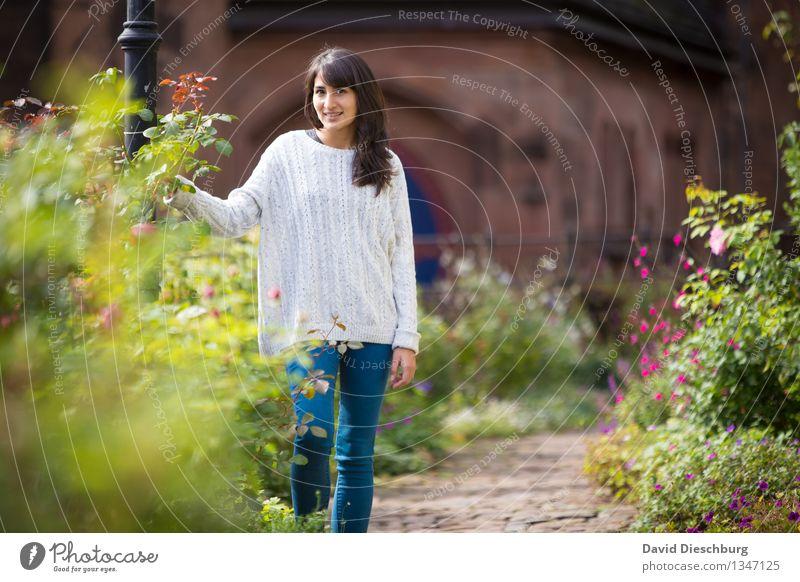 Den Tag genießen Erholung feminin Junge Frau Jugendliche Körper Kopf Gesicht 1 Mensch 18-30 Jahre Erwachsene Frühling Herbst Schönes Wetter Pflanze Blume Garten