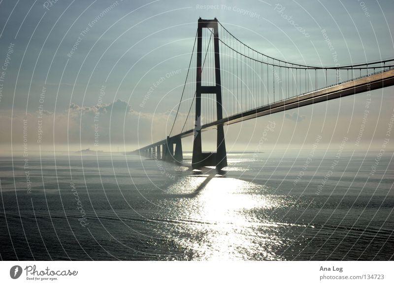 Lichtgestalten I Eindruck Meer Verkehr Wasserfahrzeug Digitalfotografie Spannweite Stahl Beton Eisen Bauwerk ästhetisch glänzend Wolken Wellen Brücke