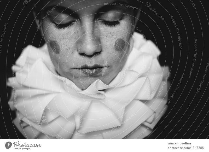 harlequin II Schminke Frau Erwachsene 1 Mensch 18-30 Jahre Jugendliche Bekleidung Accessoire Maske Kragen dunkel Verschwiegenheit geduldig ruhig Erschöpfung