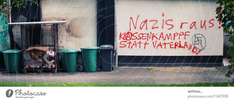 MÜLLTRENNUNG Wand Graffiti Fassade Stadtleben Schriftzeichen Müll Meinung Politik & Staat Müllbehälter protestieren Patriotismus Faschist abwehrend vertreiben Vater Staat Hakenkreuz