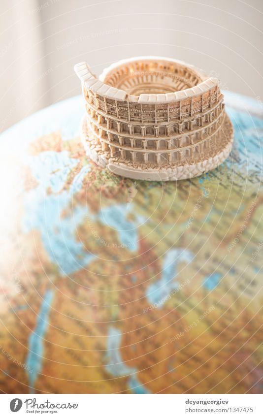 Kolosseum von Rom auf Kugel. Ferien & Urlaub & Reisen Sommer Kultur Erde Himmel Ruine Gebäude Architektur Denkmal Stein Globus alt historisch blau Italien Römer