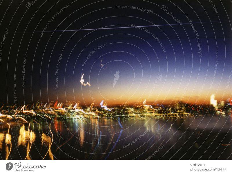nächtlicher Verwackler Wasser Stadt Mond Fototechnik