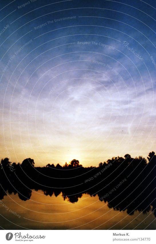 Stille Natur Wasser Himmel Sonne blau ruhig Wolken dunkel See orange Abenddämmerung Polen