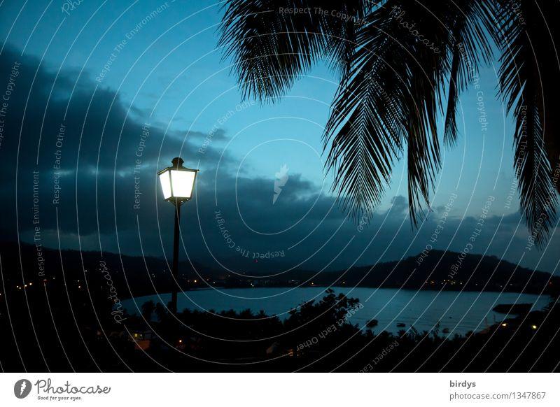 Baracoa, Kuba bei Nacht Ferien & Urlaub & Reisen blau Meer Landschaft Wolken Berge u. Gebirge Lampe leuchten Idylle ästhetisch hoch Bucht Laterne exotisch