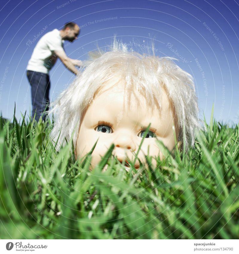 Repair Himmel Mann Natur blau grün Freude Auge Wiese Gras Kopf Haare & Frisuren blond Angst Wildtier süß kaputt
