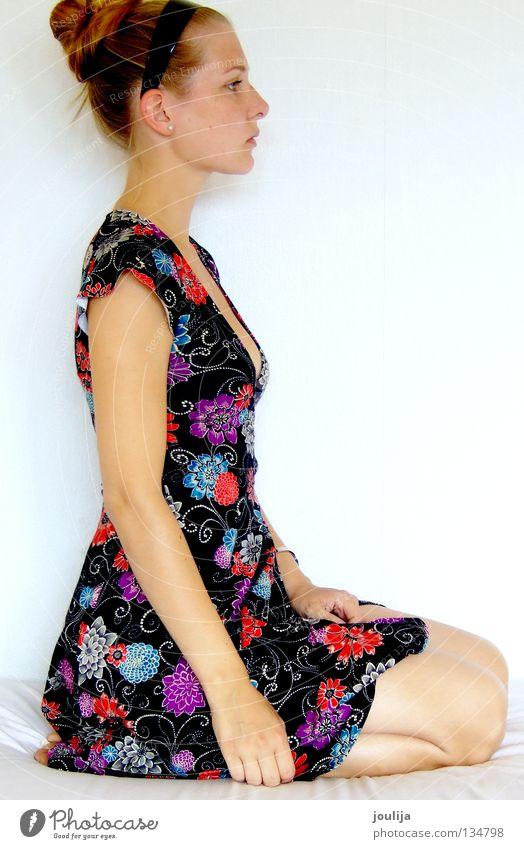 girly Porträt Kleid Körperhaltung vertikal Haare & Frisuren Hochsteckfrisur Profil Silhouette Untergrund Blume schwarz mehrfarbig Frau flower Bekleidung face