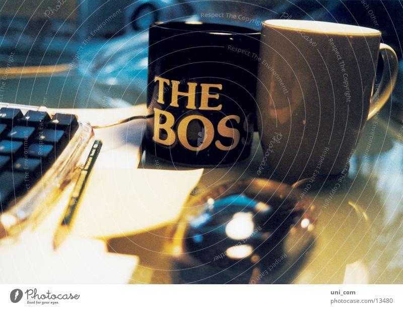 The Boss at work Arbeit & Erwerbstätigkeit Tasse Bleistift Büro Schreibtisch MAC -Tastatur MAC-Mouse Business