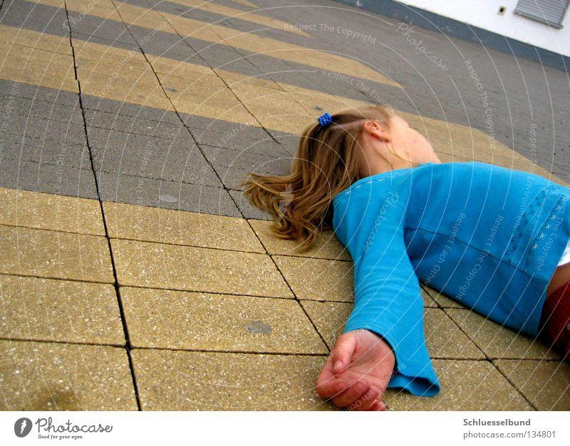 gääähn bin ich müde Haare & Frisuren feminin Kind Mädchen Hand 1 Mensch 3-8 Jahre Kindheit Verkehrswege Pullover blond außergewöhnlich blau gelb Müdigkeit