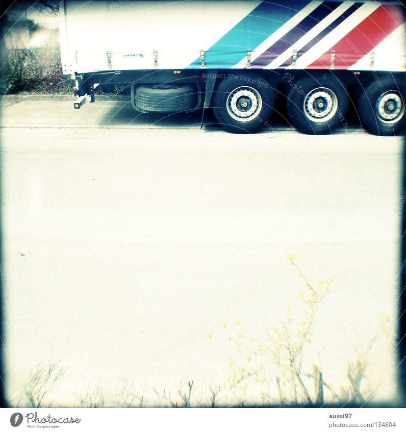 Wolln'se mitfah'n? Verkehr Industrie Güterverkehr & Logistik Konzentration Grenze Lastwagen analog Richtung Navigation Eile Lager Raster Ware international