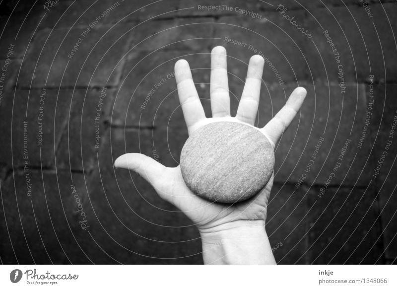 """"""" Steine sind ok """" Lifestyle Hand Finger Souvenir Sammlerstück Kieselsteine kreisrund Kreis Wandel & Veränderung Zeit geschliffen Glätte passen zeigen strecken"""