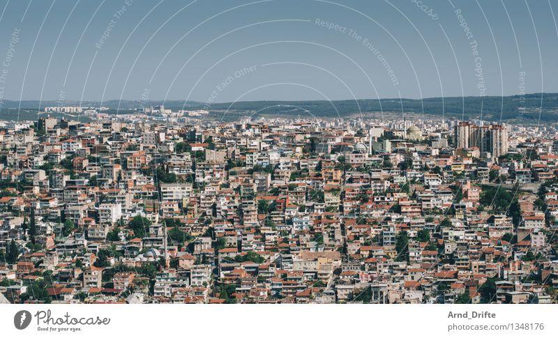 Izmir Häusliches Leben Umwelt Himmel Türkei Stadt bevölkert überbevölkert Haus Hütte Hochhaus Gebäude Architektur Armut dreckig groß heiß hell blau