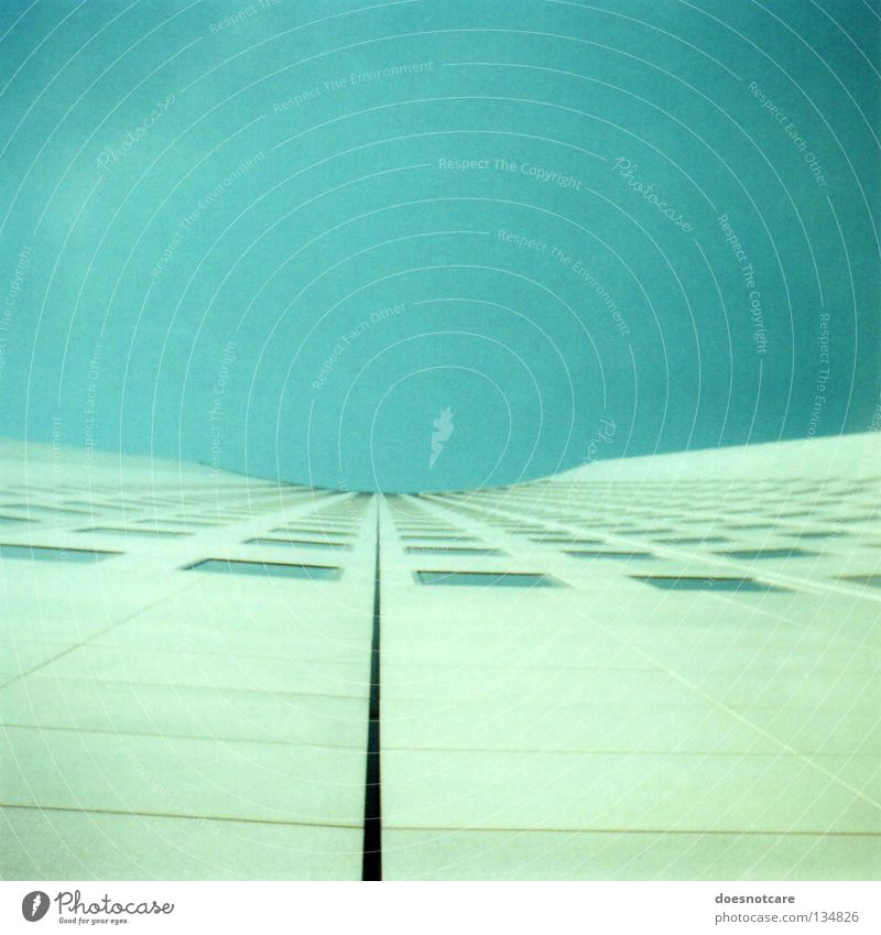 they come! Hochhaus Architektur Fassade Beton hoch modern MDR Leipzig Farbfoto Außenaufnahme Tag Froschperspektive trist außergewöhnlich Fensterfront