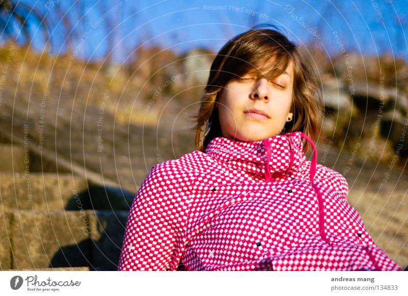 Der Sommer ist da! Frau Sonne Sommer ruhig Erholung träumen Küste rosa sitzen Treppe Pause liegen genießen kariert verträumt ruhen