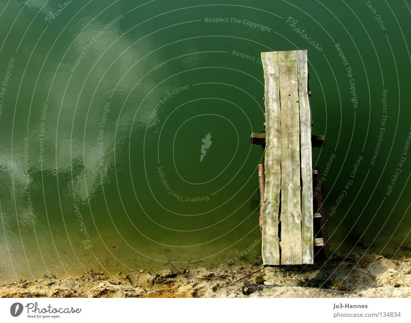 Neustart Wasser Strand Meer Wolken Holz Sand Küste See dreckig Beginn frei Frieden Spiegel türkis Steg Holzbrett