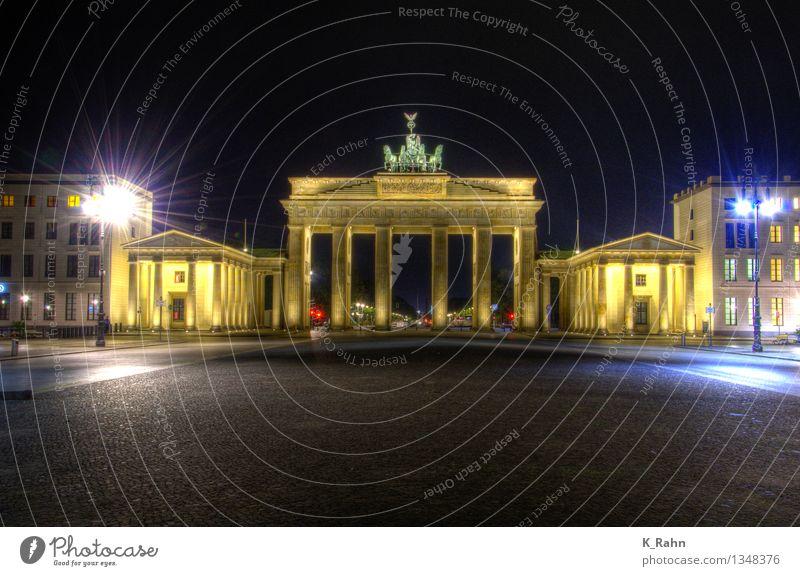 Brandenburger Tor Ferien & Urlaub & Reisen Tourismus Ausflug Städtereise Nachtleben Kunst Kunstwerk Architektur Sehenswürdigkeit Wahrzeichen Straße Stein