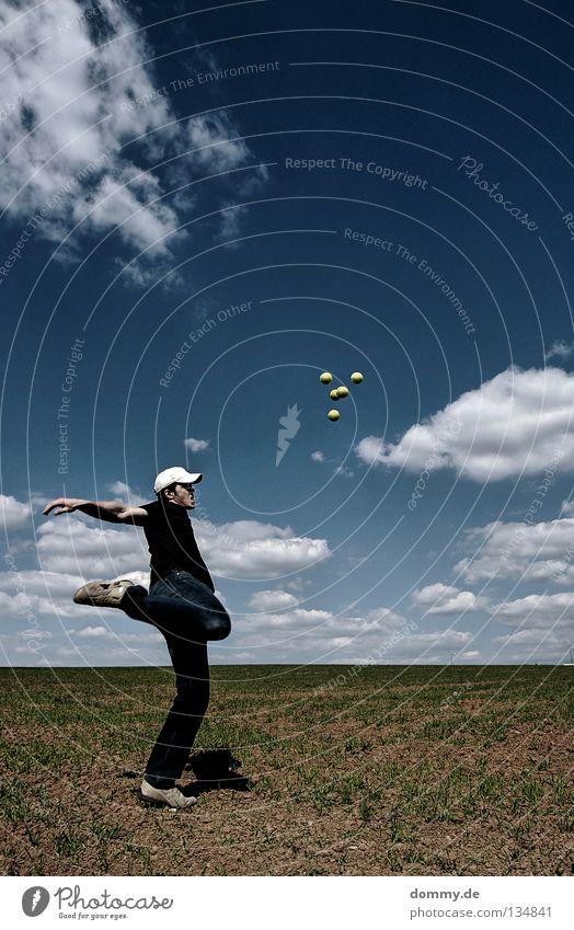 kick off II Himmel Mann blau grün Sommer Freude Wolken Ferne Spielen Wärme Beine hell Schuhe Feld Kraft Erde