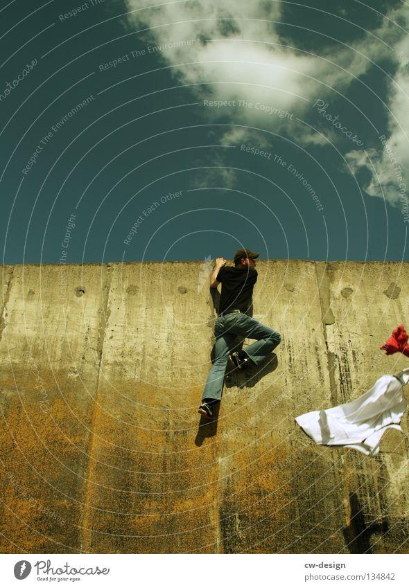 THE WALL | ...AND FLEE Wand Beton Mann maskulin hüpfen springen Schweben Strebe atmen drücken kämpfen Bekleidung Lifestyle Stil Hemd Das letzte Hemd Jacke Panik