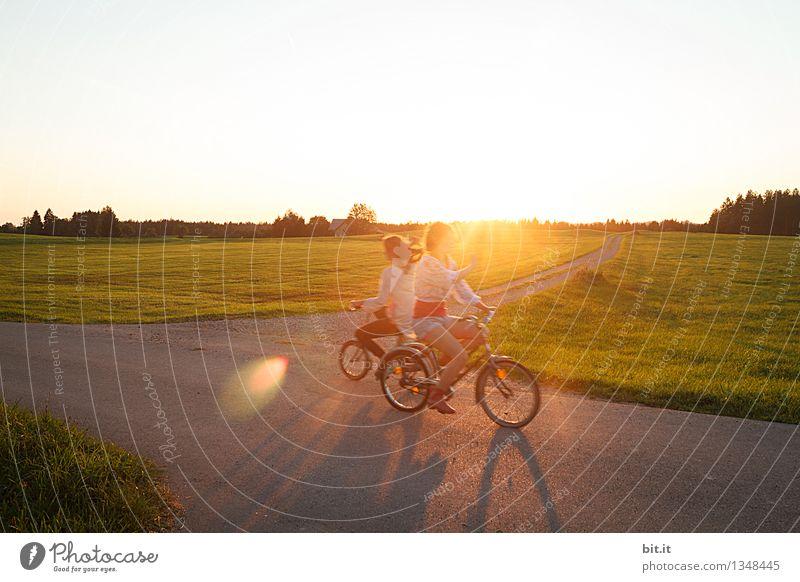 entgegen radeln... Mensch Kind Natur Ferien & Urlaub & Reisen Jugendliche Junge Frau Freude Mädchen feminin Sport Glück Familie & Verwandtschaft Stimmung