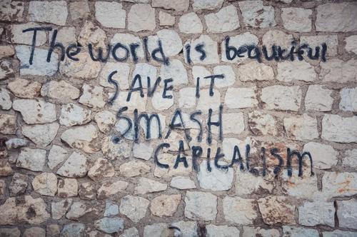 *** 900 *** The world ist beautiful – SAVE IT Stadtrand Mauer Wand Aggression Kritik Graffiti Mauerstein Mauerstreifen dreckig beschmiert braun schwarz Englisch