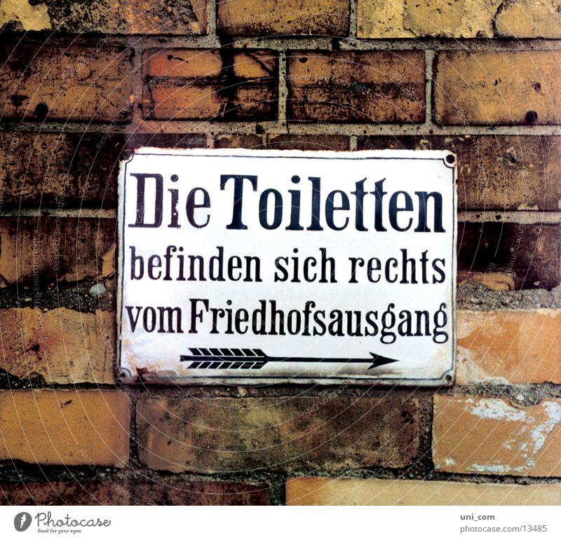 """""""stilles"""" Örtchen Mauer Schilder & Markierungen Pfeil obskur Typographie Wegweiser"""