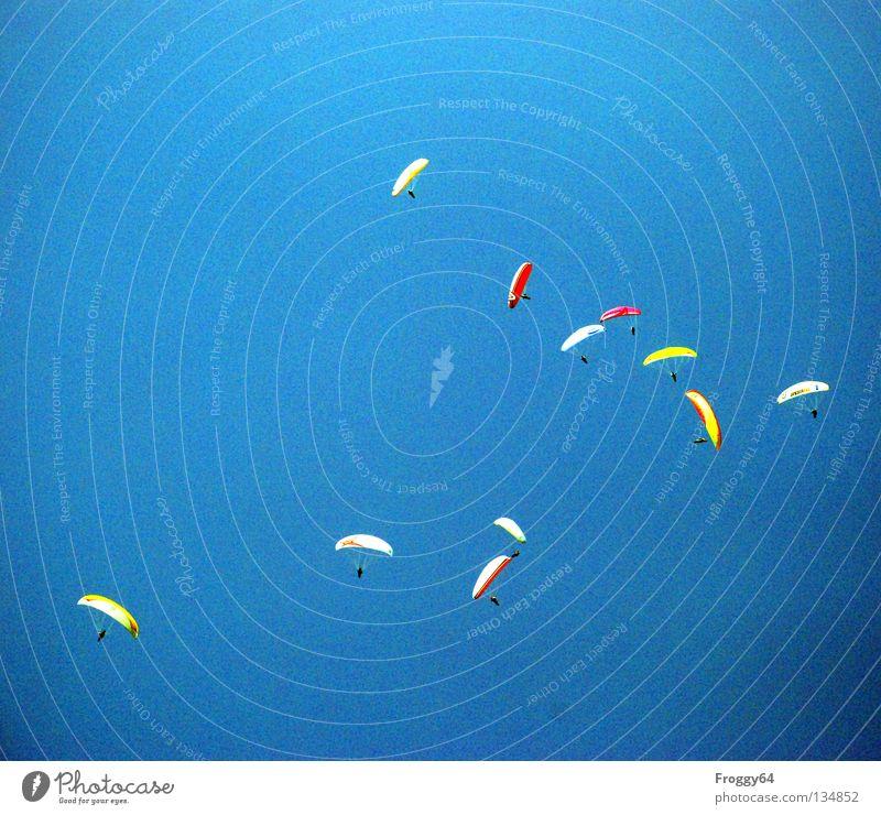 30..... Himmel blau Wolken schwarz Sport Spielen Berge u. Gebirge Luft Vogel orange Wetter Wind Luftverkehr Sportveranstaltung Pilot Fallschirm