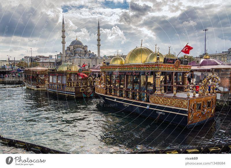 Istanbul Ferien & Urlaub & Reisen Haus Wasser Wolken Stadt Hafen Gebäude Architektur Sehenswürdigkeit Wasserfahrzeug Tourismus Tradition Türkei Moschee