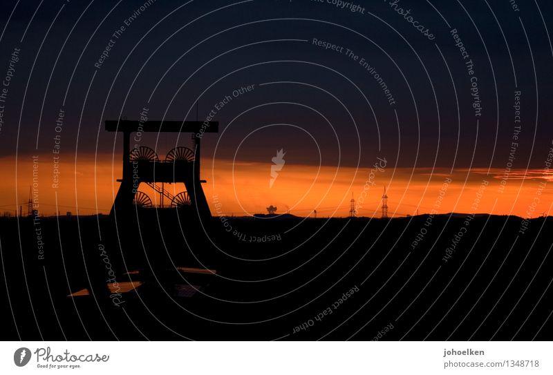 100 | Wo bitte geht's zum Lightdeck? Wolken dunkel schwarz Arbeit & Erwerbstätigkeit orange Tourismus leuchten Vergänglichkeit Industrie Wandel & Veränderung