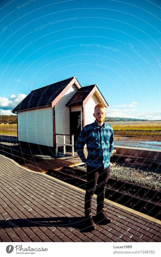 Engländer Mensch Jugendliche Mann Erholung Junger Mann Landschaft Haus 18-30 Jahre Erwachsene Glück maskulin blond genießen Studium Schönes Wetter Student