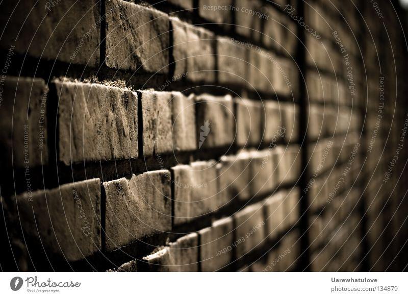 Walls of Jericho alt Einsamkeit dunkel kalt Wand Gefühle Tod Mauer Stein Fassade trist Sicherheit Schmerz Barriere Backstein gefangen