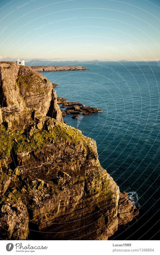 Traumhäuschen auf Klippe Himmel Natur Ferien & Urlaub & Reisen blau Wasser Meer Landschaft Haus Umwelt Küste Felsen Tourismus Wellen Insel Ausflug Klima