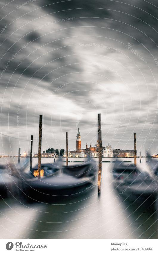 Expedition In Venezia XXII Architektur Wasser Wolken Stadt Hafenstadt Altstadt Brücke Bauwerk Verkehrsmittel Wasserfahrzeug blau rot schwarz weiß Tradition